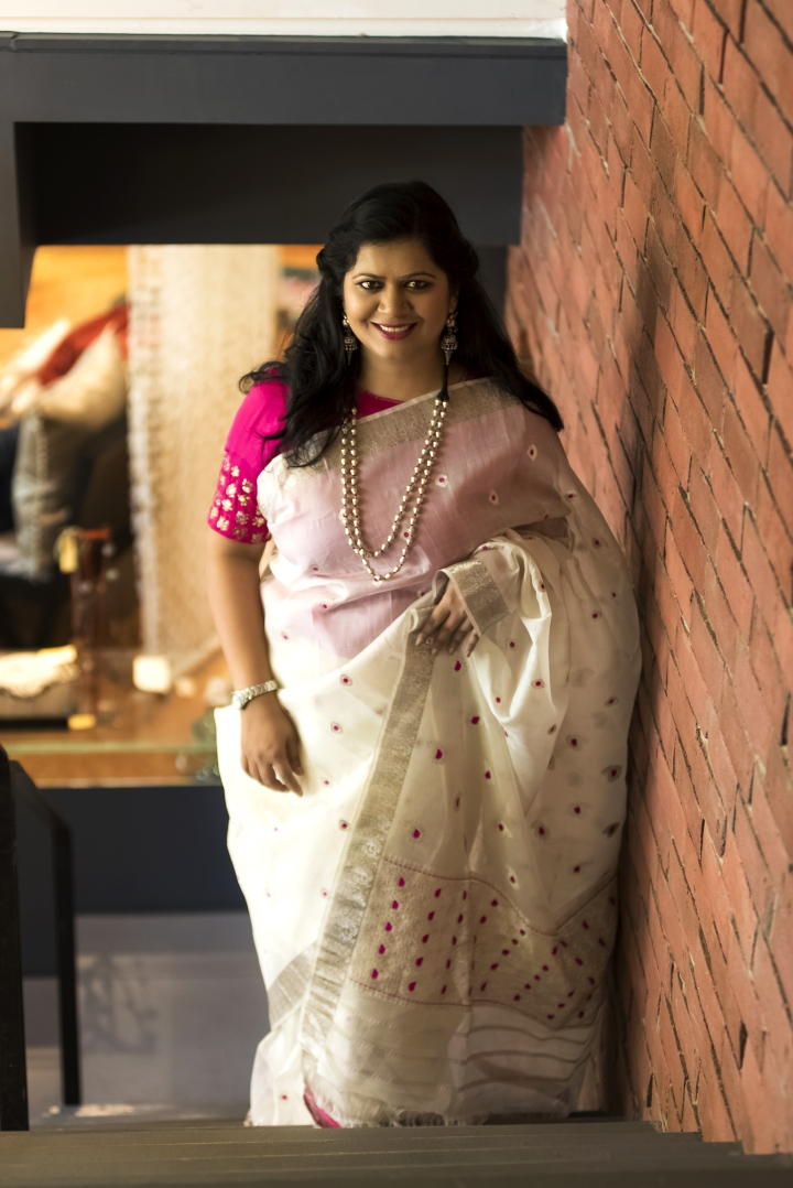 Falguni Patel, Appleblossom, top 100 Indian fashion blogs, fashion blogger in gujarat, ahmedabad blogger, saree blogger, saree pact, assam silk, silk souq, ivory, regal, festive wear, brunch wear saree, elegant, royal,  susegad, slow life, old world charm , silver jewellery